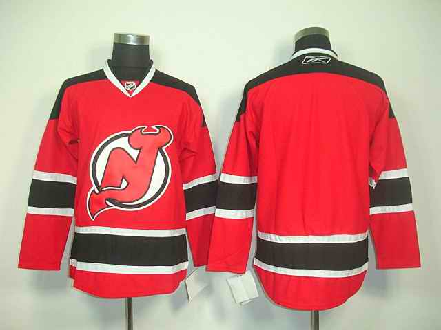 Devils blank Red jerseys